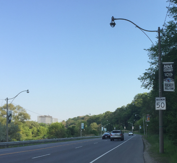 Image of Bayview Extension with a 50 km/h speed limit sign.